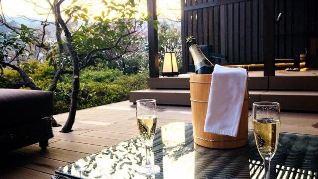 湯河原温泉 露天風呂付き客室 高級旅館 テラス シャンパン