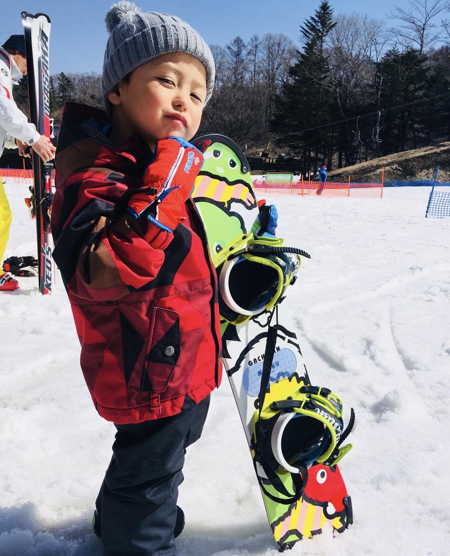 スノーボード スノボ 3歳 スノボデビュー スキー場 雪山 ニット帽